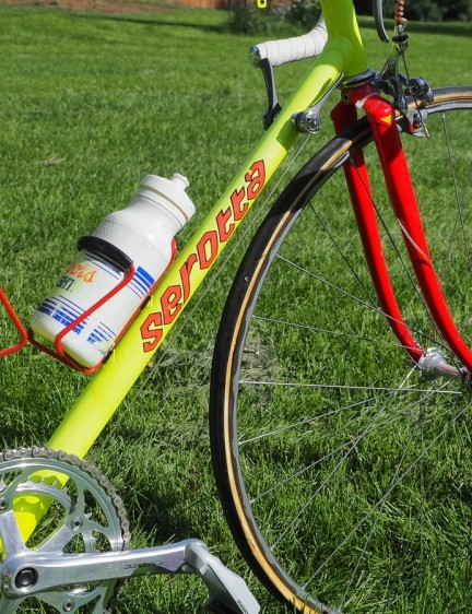 The fluorescent and pearlescent paint job was certainly hard to miss. Thanks to careful storage, team rider Scott Moninger's Serotta still gleams like new more than twenty years later