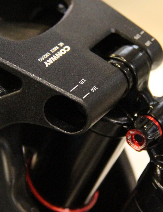 The WME 1027 Carbon has a two-position shock mount in the rocker arm that provides either 160 or 170mm of rear supension