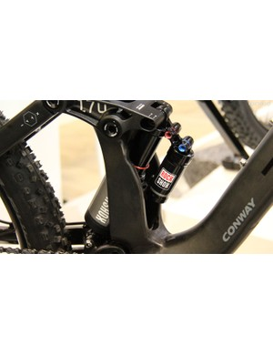 The Conway WME 1027 Carbon is equipped with a RockShox Vivid Air RC2