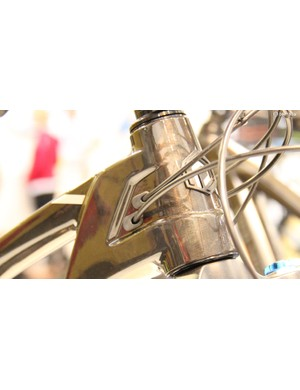 Both models feature internal cable routing through their carbon frames