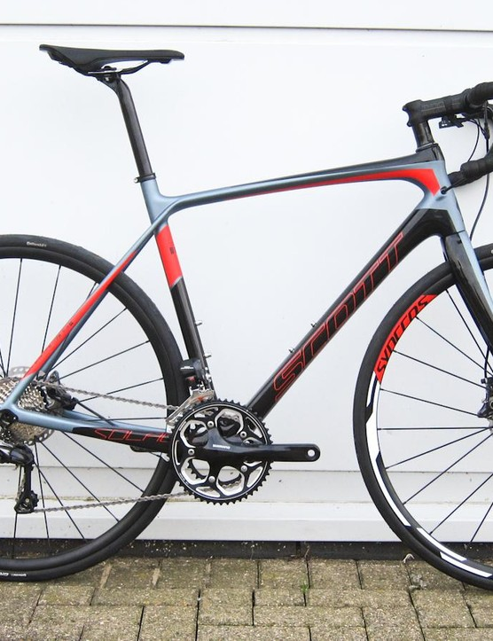 The Scott Solace 15 Disc. Production versions will have mechanical Ultegra rather the Di2 pictured. We apologise for the choice of gear, but the derailleurs weren't connected