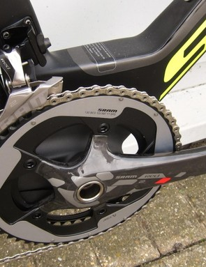 The Plasma Team Issue uses SRAM Red 22 components throughout