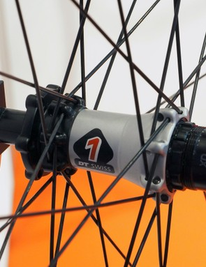 The finish on the DT Swiss XM 1501 hubs highlight their two-piece construction