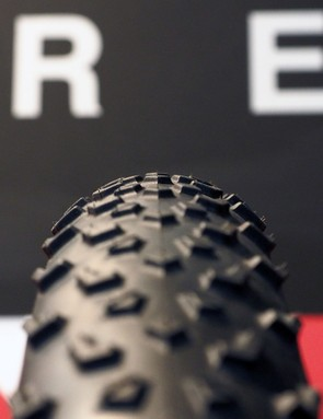 Like on the Baby Limus, the new MTB Two mountain bike from Challenge uses a progressive knob design with taller tread blocks at the edges but a shorter and faster design down the middle