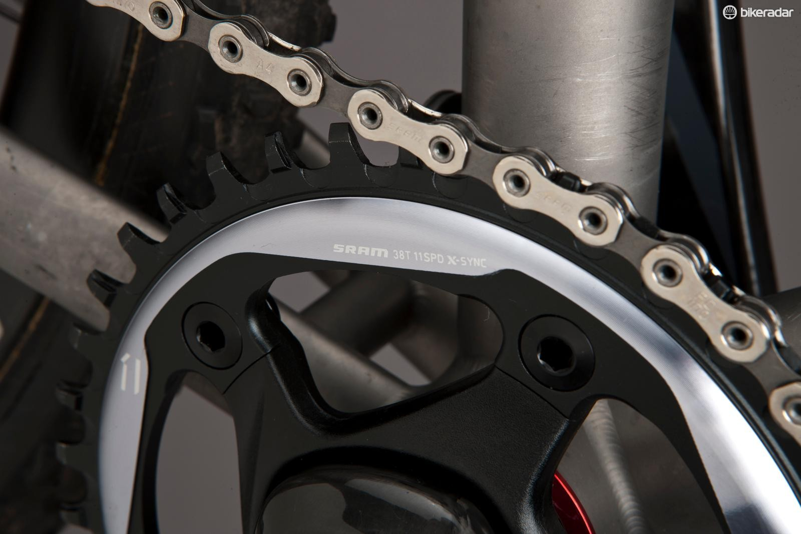 With teeth keyed to the inner and outer links in the chain, the X-Sync chain ring holds and guides the chain flawlessly and helps prevent chain dropping