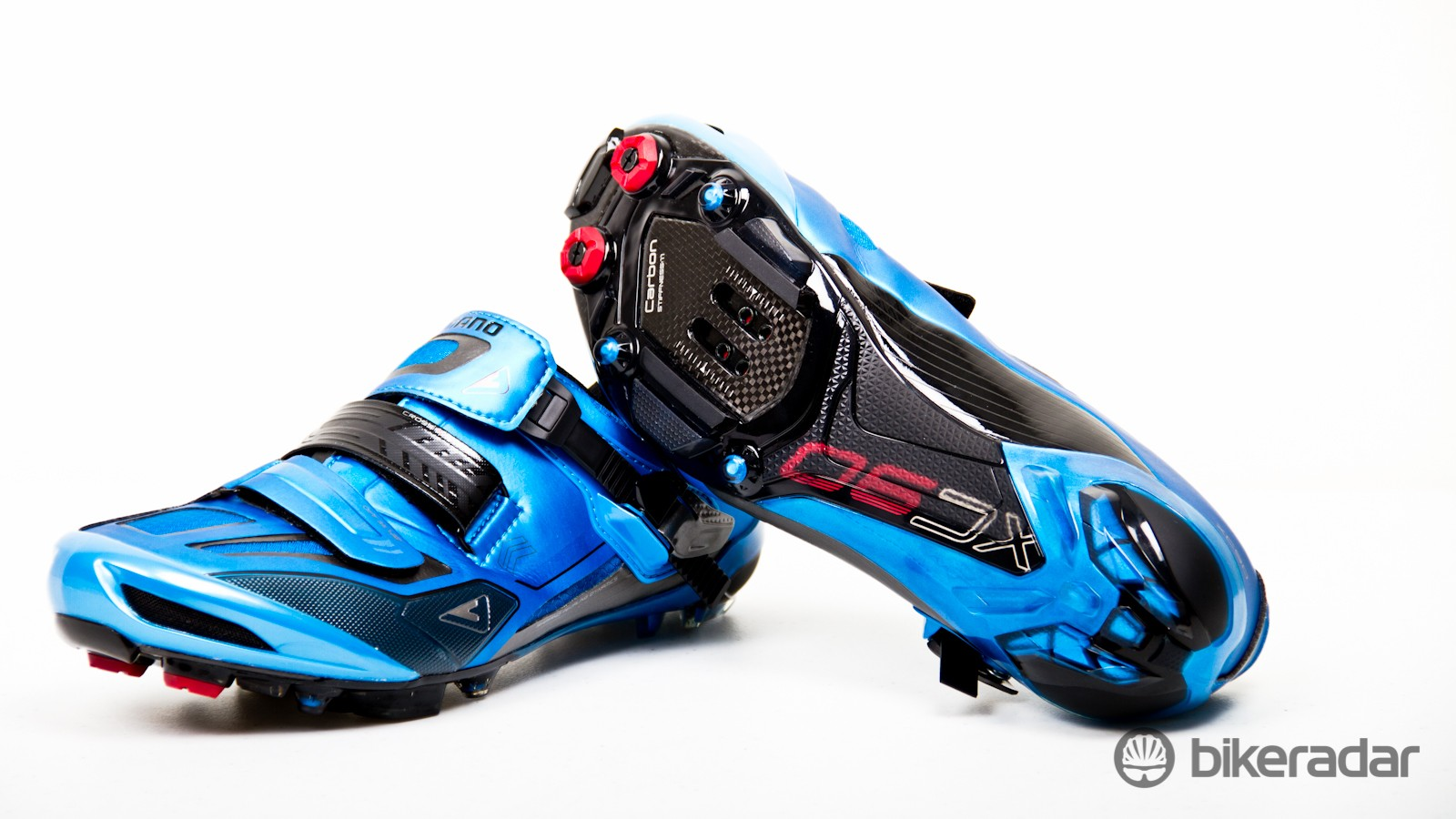 Shimano's XC90 mountain bike shoes sit at the top of the Japenese brand's off-road range