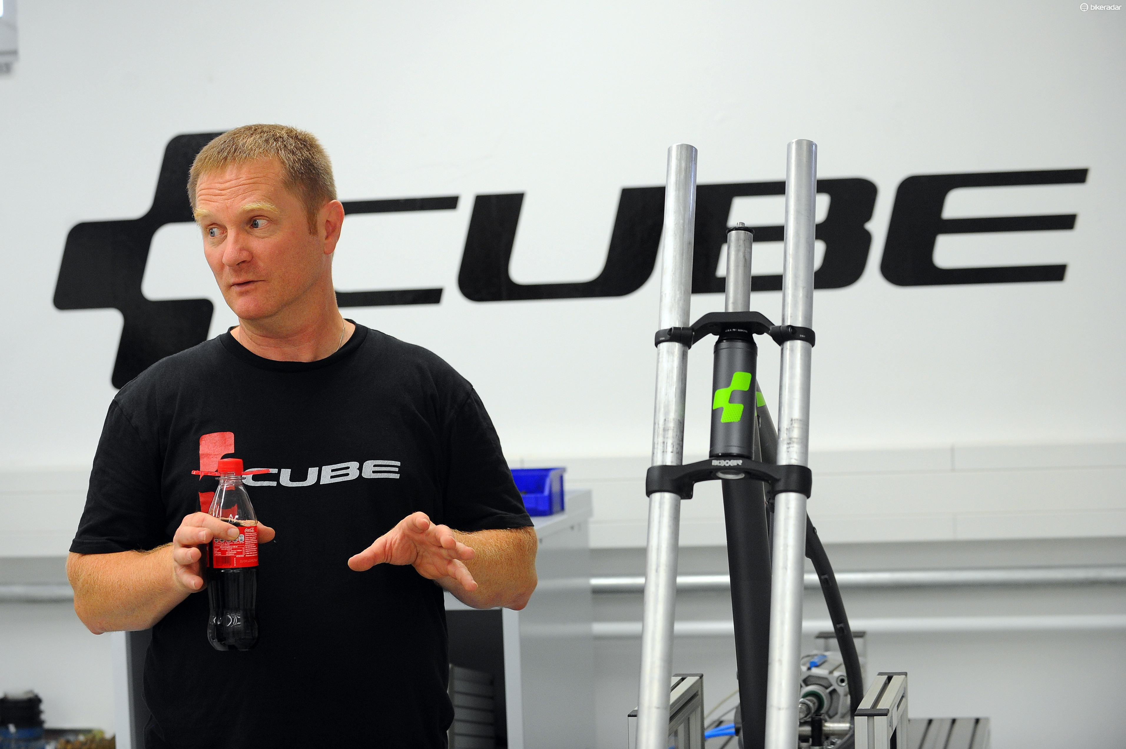 Michael Prell, one of Cube's founders and the head designer, explains to us how this machine tests head tube strength