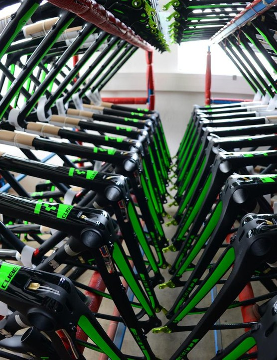 Check the internal routing aids ready for building. Efficiency is blinding at Cube's place