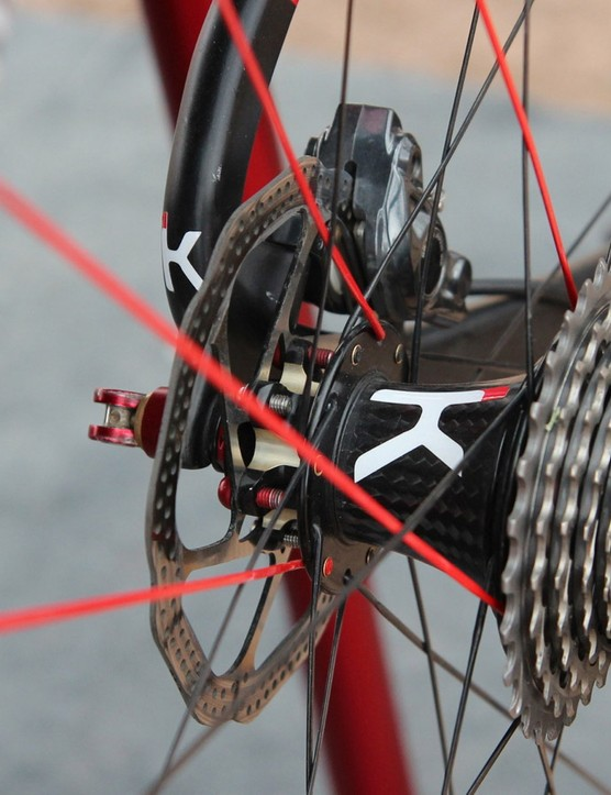 The clincher road wheelset weighs 1,515g