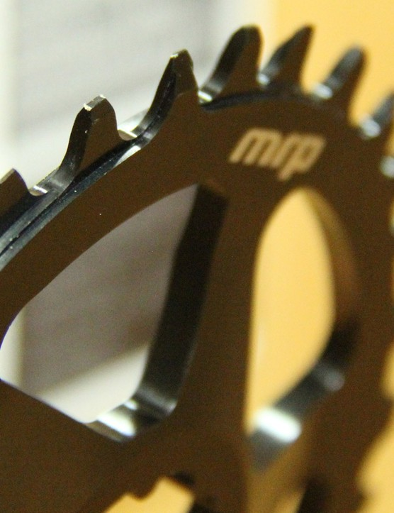 MRP's Wave Ring uses teeth set to the inside and outside to connect with the chain's outer plates in order to minimise wear