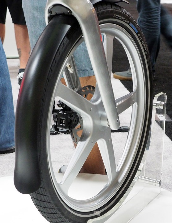 Cast aluminium wheels are used front and rear