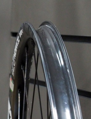 Both the Deamion and Reaxcion get tubeless-ready rim profiles