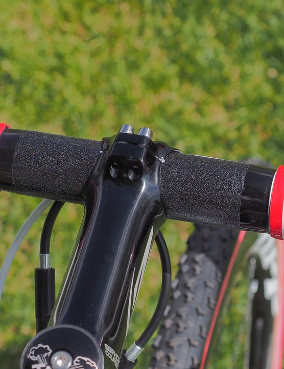 Even the finishing tape gets into the patriotic theme. Note the tiny bit of silver paint used to mark the bar position in the stem