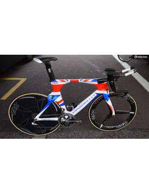 Bradley Wiggins' Pinarello Bolide has been updated to match his national champions jersey