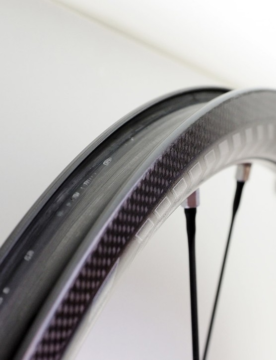 The new Fulcrum Racing Zero Carbon gets a moderately wide 17mm rim (internal width) to better support 23-35mm tires. Tubeless proponents will be disappointed that these will be tube-type only, however