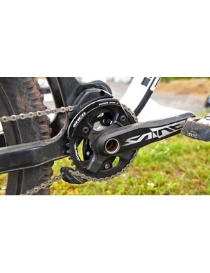 Manon Carpenter (Madison Saracen) uses Shimano Saint cranks fitted with an abbreviated bashguard and Shimano's own chainguide