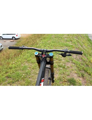 The PRO handlebar is trimmed down to 750mm from the stock 800mm
