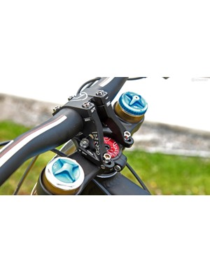 The PRO direct-mount stem is set up in the 45mm position