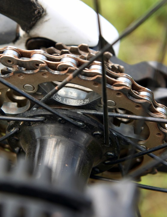 A Shimano Ultegra 11-25T cassette provides all the gears Manon Carpenter (Madison Saracen) needs