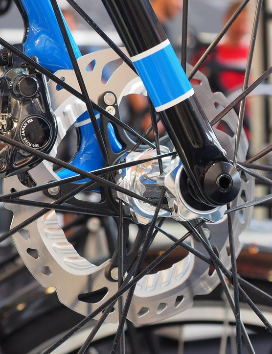 Storck is going full-modern with its new TIX cyclocross bike, complete with front and rear disc brakes and thru-axles all around