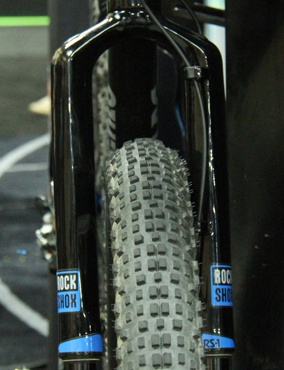 Surly's 29x3in Knard tyre fits suggly into a RockShox RS-1