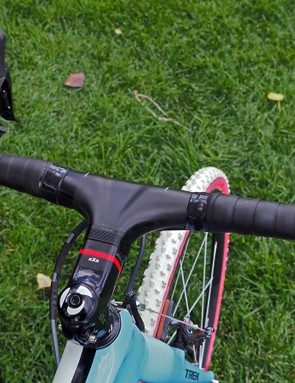 The Bontrager Race XXX Lite integrated carbon fiber cockpit has a claimed weight of just 235g (complete)