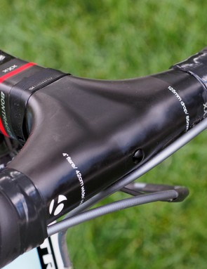 But how is one supposed to attach a computer, you might wonder? Bontrager has developed its own mounts called Blendr that secure into the hole at the front of the integrated cockpit