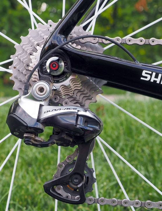 The wiring is kept appropriately short on the Shimano Dura-Ace Di2 rear derailleur