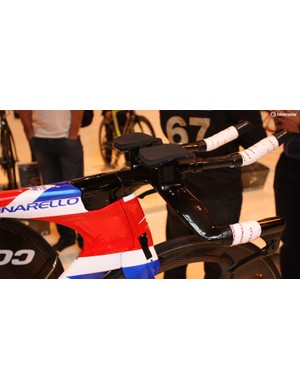 The low, integrated front end allows Wiggins to tuck into an ultra-aero position