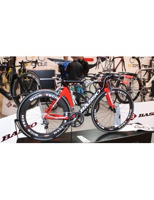 The Basso Kronos TT bike with Ultegra and Microtech carbon wheels and finishing kit