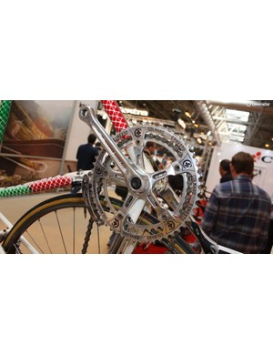 ...which sports this gorgeous etched chainset