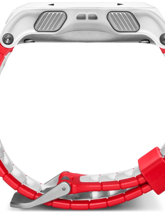 The Forerunner 920XT comes in red/white and blue/black