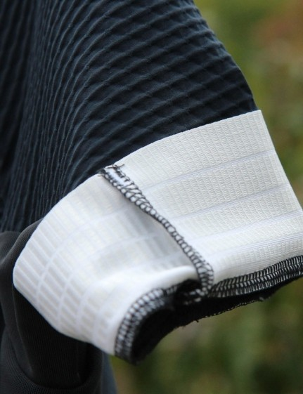 The wide arm gripper works well, keeping the Aero Jersey arms flat and in place without bunching or constricting