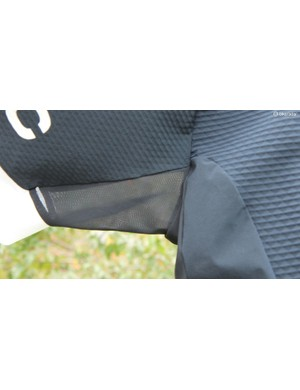 With the front of the Aero Jersey being relatively nonporous, the effect of the vented underarms is noticeable