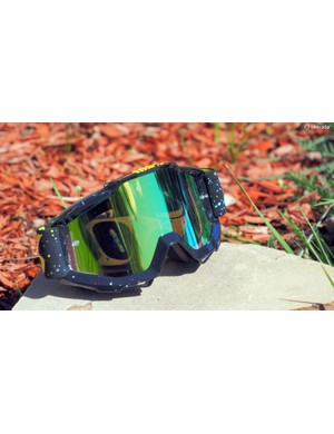 The 100% Accuri goggles feature a uniquely shaped frame that lends a greater field of view than usual
