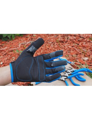 Want to protect your hands while you work on your bike? Park Tool's latest gloves feature synthetic leather palms, grippy rubber fingertips, and a touchscreen-compatible index finger