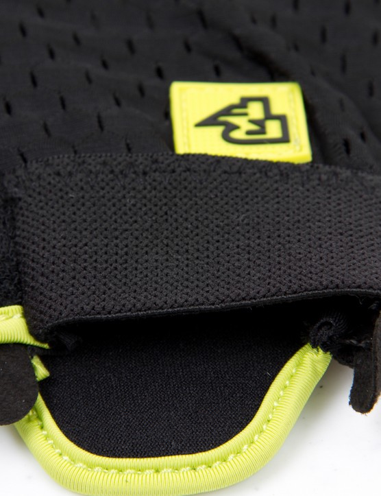 With such a minimal mesh backing, the square rubber logo seems like an afterthought