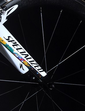The rear of the fork also has impressionistic colour daubs and Zipp has matched the wheel decals