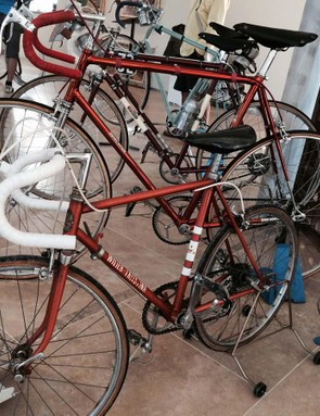 This truly stunning Colnago frameset offsets the ugliness of those Spinergy carbon wheels