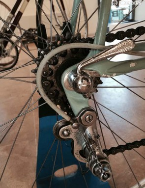 The Bianchi Corsa Simplexhas a Simplex five-speed drivetrain with a 47-49 chainring pairing on the front and a 14/15/17/19/21 cassette on the back