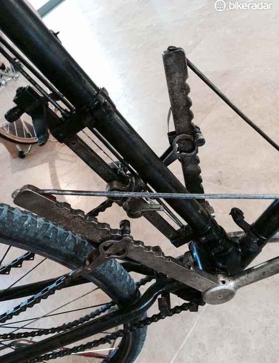 It combines chains two sprockets either side of the hub and levers instead of traditional cranks