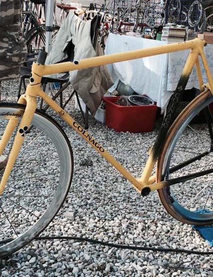 This tired looking low-pro Colnago frameset could easily be brought back to life and was on sale for €300