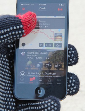 The rubber gripper dots add some grip - whether on handlebars or your phone - and conductive thread in the thumb and index finger lets you navigate your screen