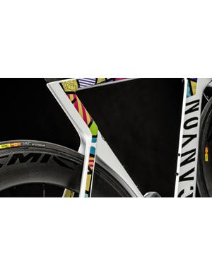 The colourful patchwork zig-zags down the Speedmax's seat stays, contrasting nicely with the ultra-aero Mavic CXR 80 wheels