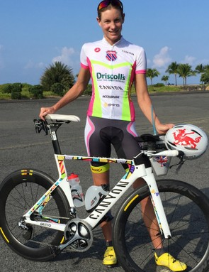 Cave shows off the bike in Hawaii - see also the bespoke Welsh dragon Giro Air Attack helmet