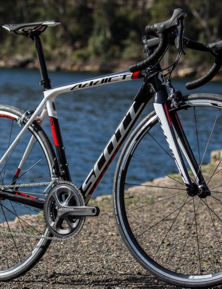 The 2015 Scott Addict 20 has a full carbon frame that's claimed to weigh 860g. It also boast a 360g fork and Shimano Ultegra