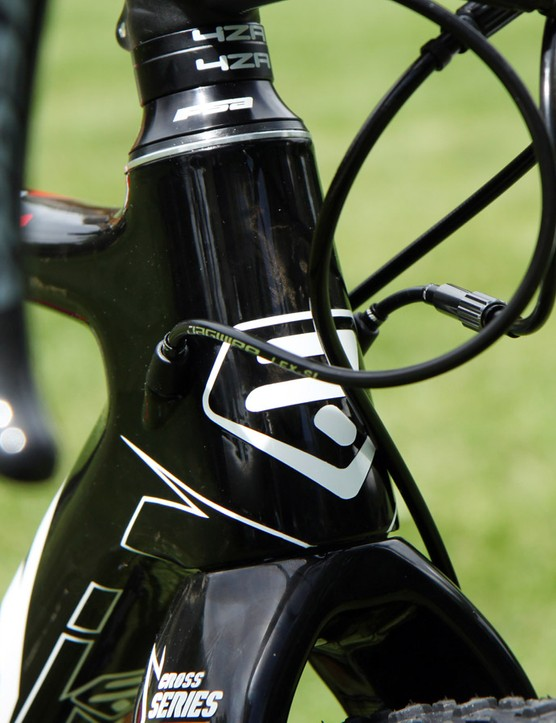 The internally routed derailleur cables enter the frame right at the head tube, which keeps them protected and generally out of the way. Riders with shorter and/or longer stem setups will need to be mindful of housing lengths, though