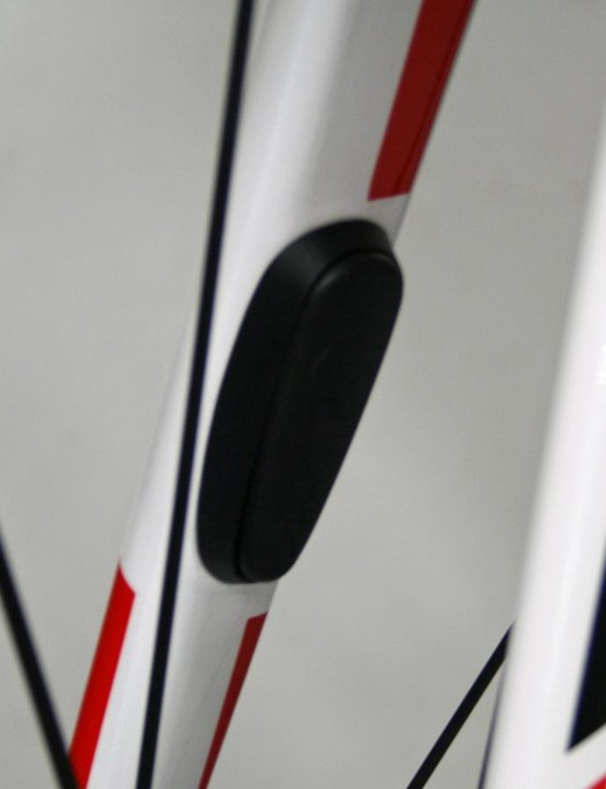 The SpeedTrap module on the fork means no ugly, un-aerodynamic speed sensor