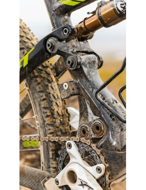 The massively offset seat tube is designed to give clearance for the new Shimano XTR Side Swing mech
