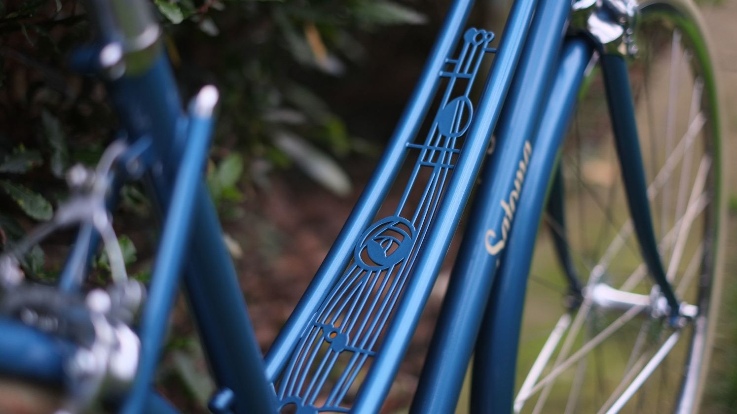 The mixte design leaves space between the top tubes for ornate detailing. On this bike it makes room for a Charles Rennie Mackintosh-inspired art piece
